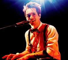 Brendon Urie.heart is beating faster and faster!