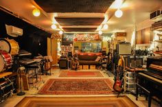 View the images of Grand Street Recording, a Brooklyn-based recording and mixing studio. Home Studio Musik, Music Studio Room, Studio Studio, Home Recording Studio Setup, Recording Studio London, Home Music Rooms, Rehearsal Room, Band Rooms, Audio Room