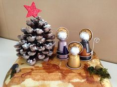 Coffee pods are individually prepared and wrapped single-serve ground coffee that almost looks like compacted tea bags. Acorn Crafts, Cup Crafts, Pine Cone Crafts, Christmas Crafts, Christmas Tree Ornaments, Christmas Time, Christmas Decorations, Tarjetas Diy, Diy Crib