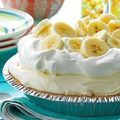 Old-Fashioned Banana Cream Pie Recipe -This fluffy no-bake pie is full of old-fashioned flavor, with only a fraction of the work. Because it uses instant pudding, it's ready in just minutes. —Perlene Hoekema, Lynden, Washington Makes 8 Servings Brownie Desserts, 13 Desserts, Delicious Desserts, Dessert Recipes, Elegant Desserts, Italian Desserts, Lemon Desserts, Cookbook Recipes, Instant Pudding