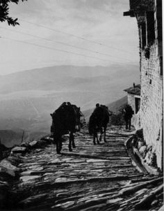 Greece Photography, Bw Photography, Vintage Pictures, Old Pictures, Old Time Photos, Costa, Greek History, Great Photographers, Mykonos