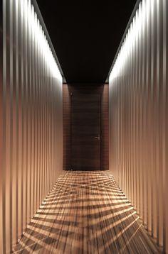 Image 19 of 20 from gallery of TM Headquarters / Jun Murata. Photograph by Jun Murata Design Hall, Corridor Design, Entrance Design, Spa Interior Design, Interior And Exterior, Home Design, Modern Design, Contemporary Design, Corredor Do Hotel
