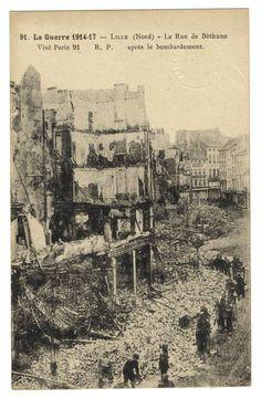 Lille, ruines de la place de Béthune, 15 octobre 1914. Lille, ruins of Place de Béthune, 15 October 1914.