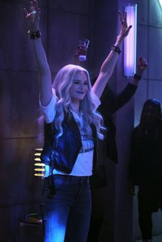 Photos - The Flash - Season 6 - Promotional Episode Photos - Episode - Dead Man Running - Batwoman, Flash Characters, Flash Barry Allen, Flash Wallpaper, The Flash Grant Gustin, Snowbarry, The Flash Season, Killer Frost, Danielle Panabaker