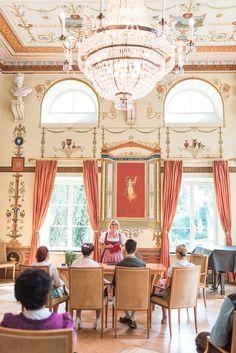 Hochzeit in Tracht im Standesamt Schloss Ismaning bei München • Hochzeitsreportage von Ani & Kolja