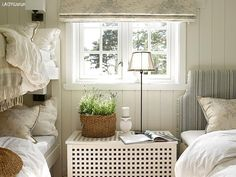 A guest room with cozy space for three Rustic Cottage, Cozy Cottage, Interior Design Boards, Cabin Interiors, Guest Bedrooms, Small Bedrooms, Guest Room, Scandinavian Home, Hygge