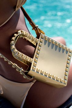 This studded, eco-chic jelly jandbag is the perfect accessory this summer. Take it to the beach or on a date night around the city. It's the perfect messenger bag! Best Summer Vacations, Cute Beach Outfits, Beach Date, Jelly Bag, Resort Style, Swimwear Fashion, Summer Girls, Luxury Lifestyle, Bikini Girls
