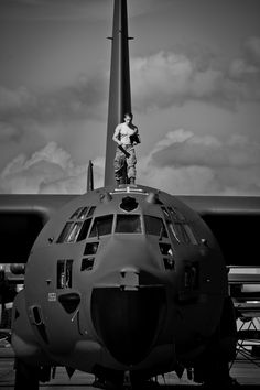 The officers might think this is theirs, but I'm tellin' you this is my aircraft. They bust it I'll kill 'em. Jet Fighter Pilot, Fighter Jets, Military Jets, Military Aircraft, C130 Hercules, Plane Photography, White Photography, Ac 130, Boxer