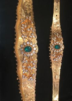 Beautiful Vaddanam and Bajuband/Armlet set in gold,diamond and emerald,love it very much. Kids Gold Jewellery, Real Gold Jewelry, Gold Jewellery Design, India Jewelry, Mughal Jewelry, Kids Jewelry, Tiffany Jewelry, Bridal Jewellery, Waist Jewelry