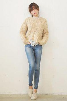 Today's Hot Pick :水洗蓝色修身牛仔裤 http://fashionstylep.com/SFSELFAA0026877/stylenandacn/out 蓝色水洗牛仔裤,经典大方,时尚百搭~ 修身款式,贴合腿型,勾勒完美身材^^ 打造知性,小清新范的必备单品,你值得拥有!