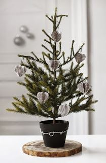 Simple Christmas decor via Joulublogi Jouluttelua