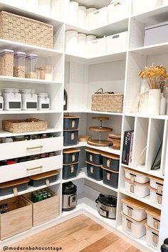 Kitchen Pantry Design, Home Decor Kitchen, Interior Design Kitchen, Home Kitchens, Kitchen Sets, Kitchen Organization Pantry, Home Organisation, Organization Ideas, Pantry Ideas