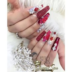 Opting for bright colours or intricate nail art isn't a must anymore. This year, nude nail designs are becoming a trend. Here are some nude nail designs. Rose Nails, Flower Nails, Rhinestone Nails, Bling Nails, Long Nail Art, Cute Acrylic Nails, Creative Nails, Gorgeous Nails, Winter Nails