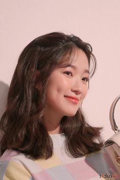 Korean Actresses, Korean Actors, Actors & Actresses, Fresh Makeup Look, Makeup Looks, Instyle Magazine, Cosmopolitan Magazine, Easy Winged Eyeliner, Monofilament Wigs