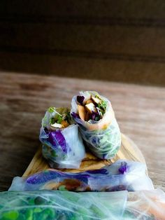13 Colorful Spring Roll Recipes to Lighten and Brighten Meatless Monday Dinner Vegetarian – Dinner Recipes Thai Spring Rolls, Vegetable Spring Rolls, Fresh Spring Rolls, Summer Rolls, Vegetarian Spring Rolls, Whole Food Recipes, Healthy Recipes, Asian Recipes, Vietnamese Recipes