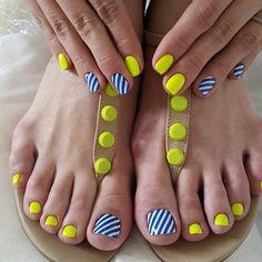 Стильный летний педикюр 17 Pedicure Nail Designs, Dot Nail Designs, Cute Acrylic Nail Designs, Manicure And Pedicure, Acrylic Toe Nails, Toe Nail Art, Cute Toe Nails, Pretty Nails, Girls Nails