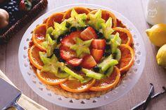 La crostata alla frutta è un dolce classico ma intramontabile. Una torta colorata, fresca e profumata, da preparare con frutta diversa e di stagione.