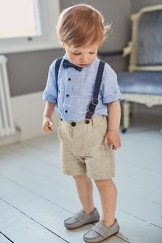 Ever seen a party outfit SO cute? Make him the star of the show with a short, shirt and braces combo he& feel the BOMB in. Toddler Wedding Outfit Boy, Wedding Outfit For Boys, Baby Boy Dress, Toddler Boy Outfits, Wedding With Kids, Summer Wedding, Outfits Niños, Kids Outfits, Foto Baby