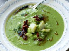 Denne suppen har en frisk og god smak og en herlig grønn farge! Og visste du at i Brasil er klippfisk en viktig juletradisjon?
