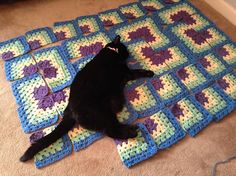 Nice project: whereiskarens Bagheeras Gift Free pattern for mitred granny squares