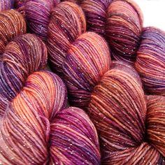 paillettes chaussette fil LIMBO sw merino nylon stellina doigté poids 3,5 oz 435 yards par lanitiumexmachina sur Etsy https://www.etsy.com/fr/listing/164896619/paillettes-chaussette-fil-limbo-sw