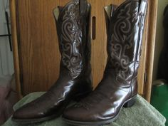 Justin Men's Size 13B Style Number 1487 Leather Pointed Toe Cowboy Boots  #JustinBoots #CowboyWestern
