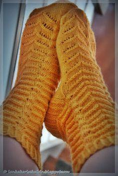 Lankakori Sekaisin: Keltaista pitsiä One Color, Colour, Yarn Colors, Knitting Socks, Leg Warmers, Tights, Cross Stitch, Pattern, Handmade