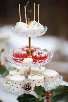Ideen für eine Weihnachtshochzeit | Friedatheres.com  winter weddingcake  Fotografie: Rebecca Pairan Torte: Richtig Süss
