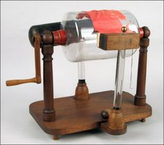 218: CYLINDER TYPE ELECTROSTATIC GENERATOR. : Lot 218 Electrostatic Generator, Science Demonstrations, Projection Mapping, Flying Saucer, Science Museum, Scientists, Drafting Desk, Physique, Steampunk