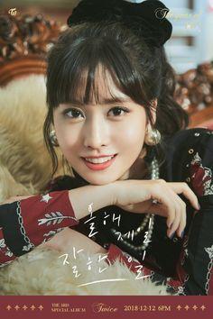 "Twice - ""The year of 'YES'"" Teaser pics (Nayeon, Jeongyeon, Momo) Nayeon, Kpop Girl Groups, Korean Girl Groups, Kpop Girls, Extended Play, Signal Twice, Minions, Twice Photoshoot, Photoshoot Images"