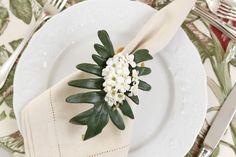 Como inspiração para um almoço de dia das mães, usamos uma das louças brancas que mais gostamos, a Califórnia, uma Limoges da Matisse Casa.