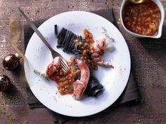 Edle Light-Version eines kulinarischen Klassikers aus Frankreich! Mediterraner Hummer - mit schwarzen Nudeln - smarter - Kalorien: 496 Kcal - Zeit: 40 Min. | eatsmarter.de