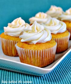 Twinkie Cupcakes with Marshmallow Filling & Frosting