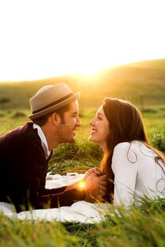 Trendy ideas for wedding couple photography faces Pre Wedding Poses, Pre Wedding Shoot Ideas, Pre Wedding Photoshoot, Wedding Couples, Couple Photoshoot Poses, Couple Photography Poses, Couple Shoot, Couple Fun, Photography Ideas