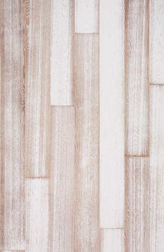 Valkoinen rantahiekka paljaiden jalkojen alla on ajansaatossa hionut hellävaraisesti valkoiseksi maalattuatammilattiaa, luoden ihastuttavan elävän pinnan. Tammi Beach House White tuo upeasti yhteenrennon ja ylellisen South Hamptonsin, perinteisen ajankuluttaman kartanolattian sekä skandinaavisen klassisenvaalean sisustuksen.Tammi Beach House White lattia on aina uniikki.Kahta samankaltaista lautaa ei ole, sillä jokainen lautaharjataan aina omaksi erilaiseksi yksilöksi.Näin ollen…
