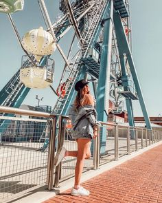 Image discovered by c l o u d y ☁️. Find images and videos about girl, summer and indie on We Heart It - the app to get lost in what you love. Tumblr Photography, Portrait Photography, Beto Carrero World, Insta Photo Ideas, Photos Tumblr, Foto Pose, Photoshoot, Inspiration, Fair Pictures