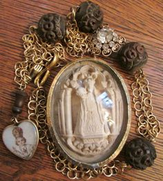 Antique meerschaum necklace religious Madonna saint carved wood rosary bubble glass reliquary sacred heart religious jewelry Queens Jewels, Vintage Lockets, Rosary Beads, Heart Locket, Religious Jewelry, Sacred Heart, Carved Wood, French Antiques, Bracelet Watch