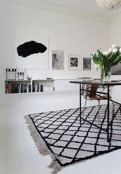 Sophisticated look with simple cool decor and a graphic carpet in the home office. Install Carpet Diy, Carpet Styles, Living Room Carpet, White Carpet, Carpet Decor, Bedroom Carpet, Rugs On Carpet, Home Decor, Beige Carpet Bedroom