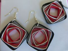 Boucles d'oreille et collier en papier roulé : Boucles d'oreille par dibavalem