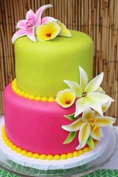 Pink and green cake at a Hawaii birthday party! See more party ideas at… Hawaii Birthday Party, Hawaiian Luau Party, Luau Birthday Cupcakes, Hawaiian Theme Cakes, 2nd Birthday, Hawaii Cake, Luau Cakes, Decoration Patisserie, Green Cake