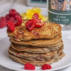 Fluffy pancakes infused with gin and Earl Grey tea - a brilliantly British brunch! Real Food Recipes, Snack Recipes, Cooking Recipes, Crepes, Proper Tasty, Griddle Cakes, Homemade Pancakes, Fluffy Pancakes, Best Breakfast