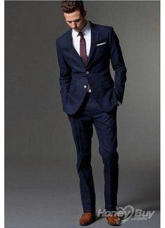 Esto es muy similar al estilo que quiero que usen mi esposo y los padrinos de boda. Navy Suit Brown Shoes, Dark Navy Suit, Light Navy Blue, Blue Suit Men, Navy Suits, Groom Suits, Tan Shoes, Blue Suit Wedding, Wedding Men