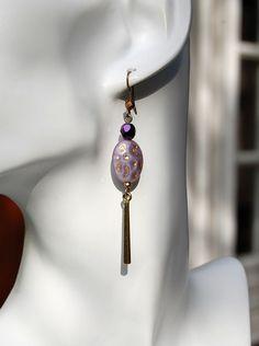 """Boucles d'oreilles """"bonbon"""" violette -Perle verre de Bohême violet or et pampille montées sur bronze-Collection La Bohême : Boucles d'oreille par perles-et-petales"""