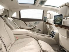 Интерьер седана Mercedes-Maybach S класса 2016 / Мерседес-Майбах S класса 2016 – экраны для задних пассажиров