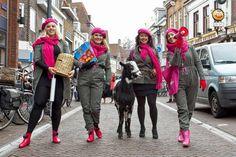 StoereVrouwen verkopen symbolische cadeaus voor als je toch al alles hebt...  OxfamNovib pakt uit!  01-12-2012