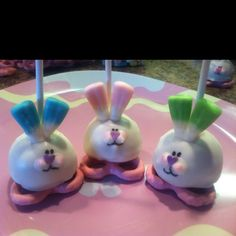 Easter bunny cake pops! Easter Cake Pops, Easter Bunny Cake, Easter Party, Easter Treats, Easter Food, Easter Cookies, Holiday Treats, Holiday Fun, Classroom Treats