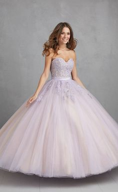 What better way to celebrate a new beginning than with a beautiful party inspired by the ultimate symbol of new beginnings. A spring themed quince party! Poofy Prom Dresses, 15 Dresses, Homecoming Dresses, Sweet 16 Dresses, Pretty Dresses, Fancy Robes, Mexican Quinceanera Dresses, Princess Ball Gowns, Quince Dresses