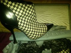 ALEXANDER McQUEEN HOUNDSTOOTH ANKLE BOOTS SIZE 10.5 Wool & Leather  #AlexanderMcQueen #FashionAnkle