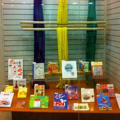 L'aparador de primavera dedicat al Craft. Fem punt amb fils i agulles gegants. Llibres i revistes que ens ajudaran a omplir la nostra llar de coses maques.