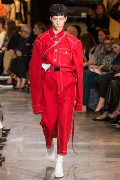 Vetements Spring 2017 Ready-to-Wear Collection Photos - Vogue Fashion Week, Fashion 2017, Look Fashion, Runway Fashion, Spring Fashion, High Fashion, Fashion Show, Womens Fashion, Fashion Design
